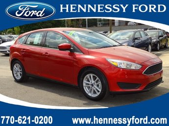 2018 Hot Pepper Red Metallic Tinted Clearcoat Ford Focus SE 4 Door Automatic Regular Unleaded I-4 2.0 L/122 Engine FWD Hatchback