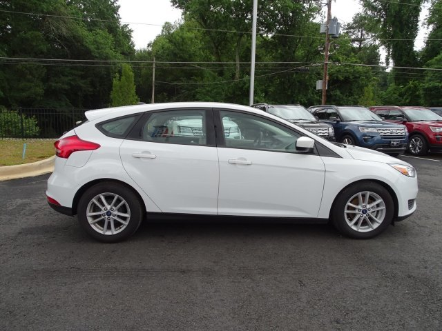 2018 Oxford White Ford Focus SE Manual 4 Door Hatchback