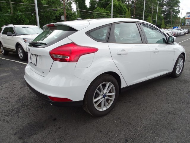 2018 Oxford White Ford Focus SE Hatchback Regular Unleaded I-4 2.0 L/122 Engine Manual FWD 4 Door