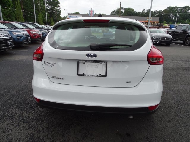 2018 Oxford White Ford Focus SE 4 Door Manual Regular Unleaded I-4 2.0 L/122 Engine