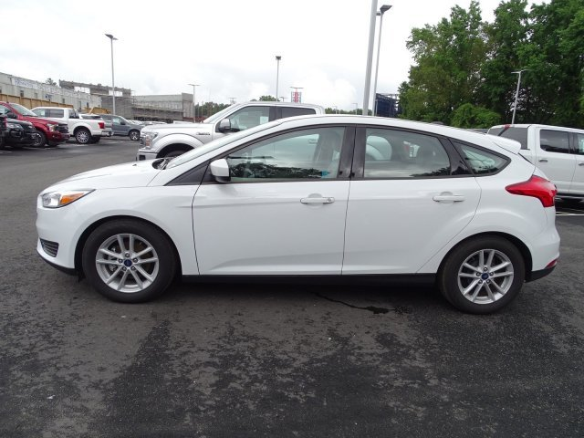 2018 Oxford White Ford Focus SE Manual Regular Unleaded I-4 2.0 L/122 Engine 4 Door Hatchback