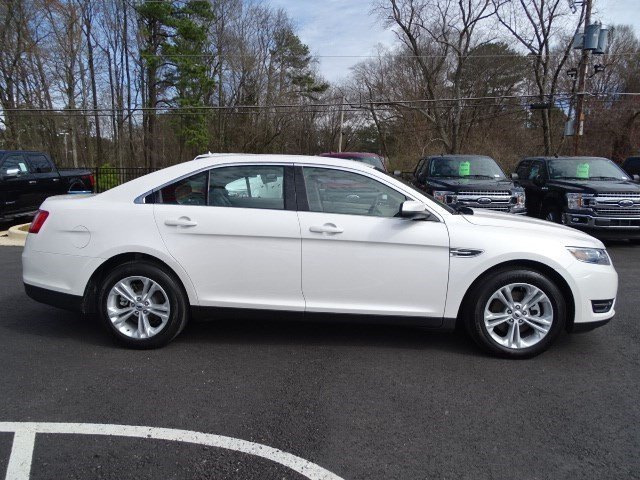 2018 White Platinum Metallic Tri-Coat Ford Taurus SEL FWD Regular Unleaded V-6 3.5 L/213 Engine Sedan