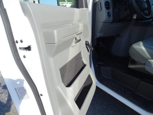 2018 Oxford White Ford E-Series Cutaway Automatic Car Regular Unleaded V-8 6.2 L/379 Engine 2 Door