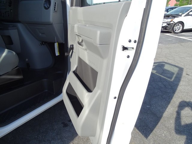 2018 Oxford White Ford E-Series Cutaway Car Automatic 2 Door