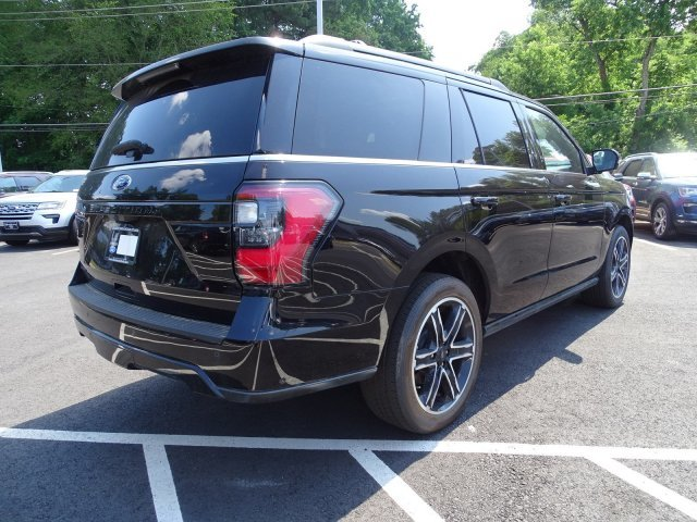 2019 Ford Expedition Limited Twin Turbo Premium Unleaded V-6 3.5 L/213 Engine RWD SUV
