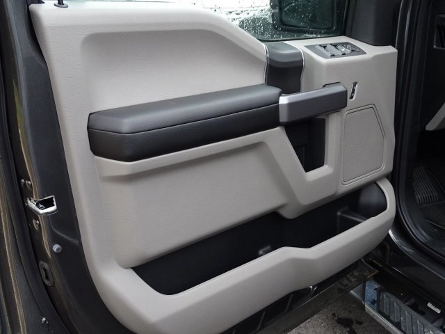 2019 Magnetic Metallic Ford F-150 XLT 4 Door Regular Unleaded V-8 5.0 L/302 Engine Automatic 4X4