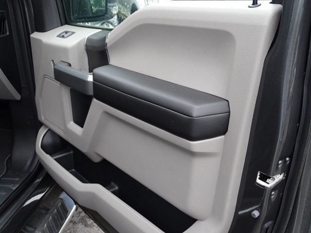 2019 Magnetic Metallic Ford F-150 XLT Automatic Regular Unleaded V-8 5.0 L/302 Engine 4X4 4 Door