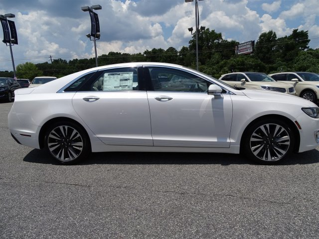 2018 White Platinum Metallic Tri-Coat Lincoln MKZ Reserve FWD 4 Door Automatic Intercooled Turbo Unleaded I-4 2.0 L/122 Engine