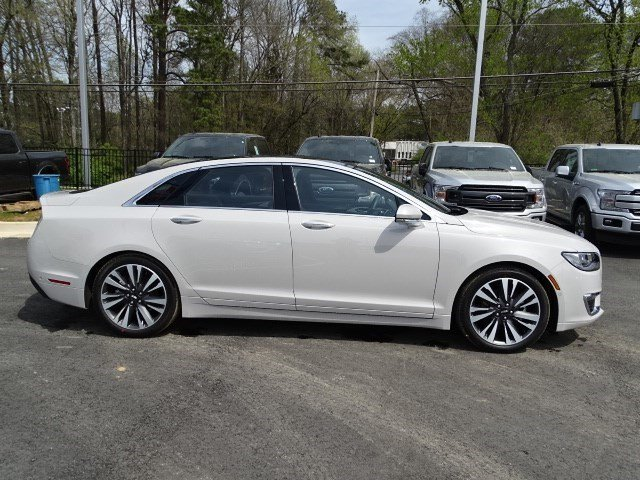 2019 Ceramic White Lincoln MKZ Hybrid Reserve II Sedan Automatic (CVT) FWD 4 Door Gas/Electric I-4 2.0 L/122 Engine