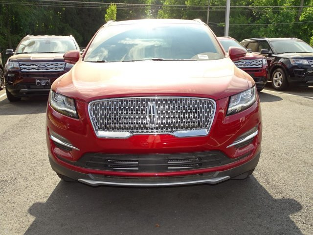 2019 Ruby Red Metallic Tinted Clearcoat Lincoln MKC Select FWD SUV Intercooled Turbo Unleaded I-4 2.0 L/122 Engine