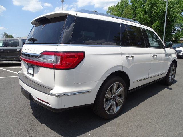 2018 White Platinum Metallic Tri-Coat Lincoln Navigator Select 4 Door Twin Turbo Unleaded V-6 3.5 L/213 Engine RWD Automatic
