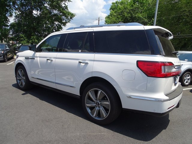 2018 White Platinum Metallic Tri-Coat Lincoln Navigator Select Twin Turbo Unleaded V-6 3.5 L/213 Engine 4 Door RWD