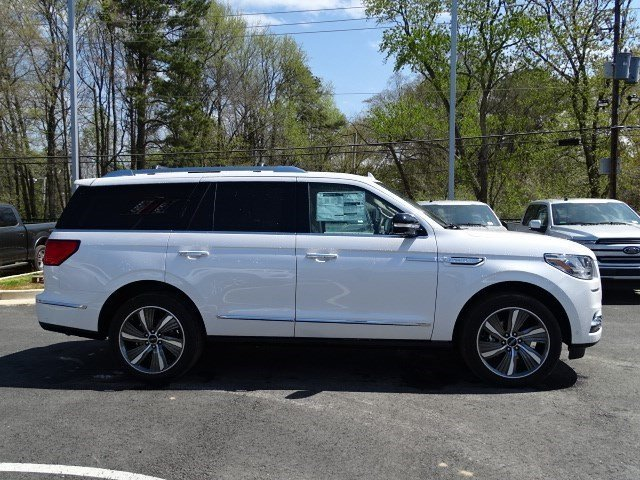 2019 White Platinum Metallic Tri-Coat Lincoln Navigator Reserve SUV Automatic 4X4 4 Door Twin Turbo Unleaded V-6 3.5 L/213 Engine