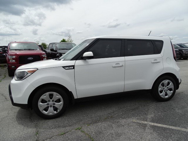 2015 Clear White Kia Soul Base Crossover FWD Manual 4 Door Regular Unleaded I-4 1.6 L/97 Engine