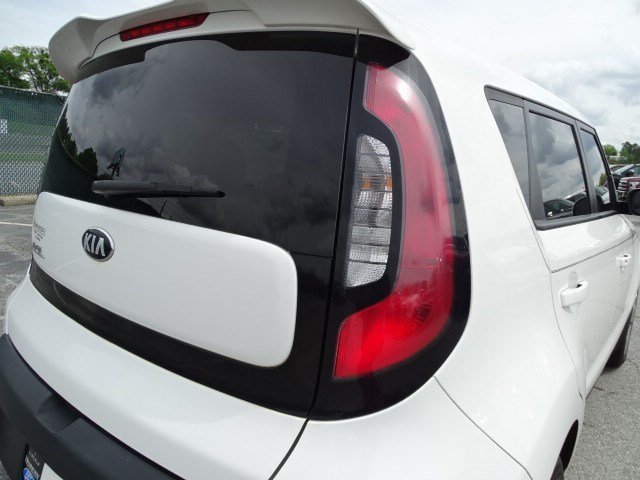 2015 Clear White Kia Soul Base FWD 4 Door Regular Unleaded I-4 1.6 L/97 Engine Crossover Manual