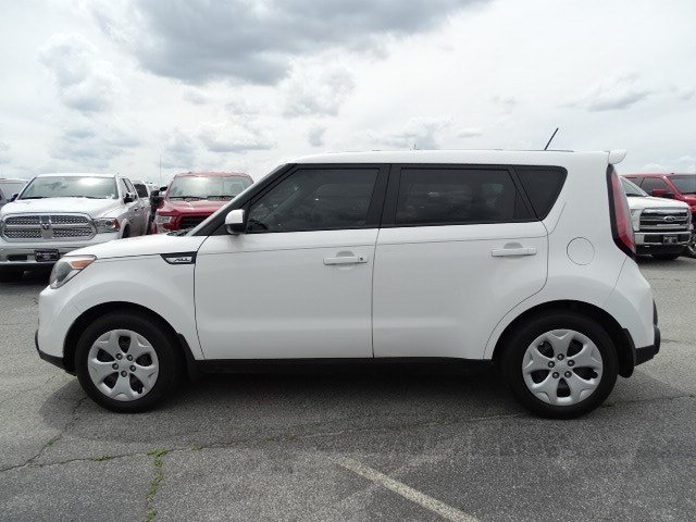 2015 Clear White Kia Soul Base Regular Unleaded I-4 1.6 L/97 Engine 4 Door Manual FWD Crossover