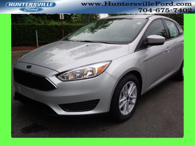 2018 Ingot Silver Metallic Ford Focus SE I4 Engine FWD Sedan
