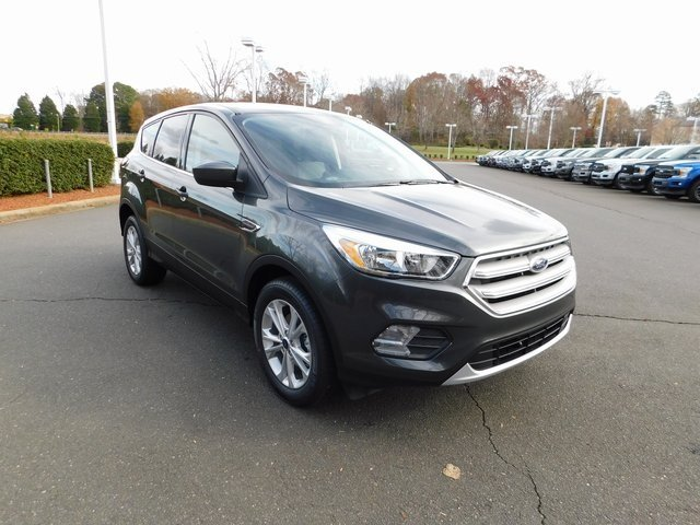 2019 Magnetic Metallic Ford Escape SE EcoBoost 1.5L I4 GTDi DOHC Turbocharged VCT Engine 4 Door SUV Automatic FWD