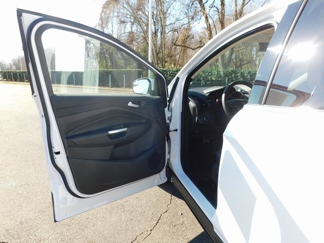 2019 Oxford White Ford Escape SE Automatic 4 Door FWD