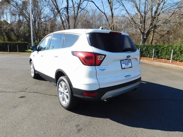 2019 Ford Escape SE EcoBoost 1.5L I4 GTDi DOHC Turbocharged VCT Engine 4 Door FWD Automatic