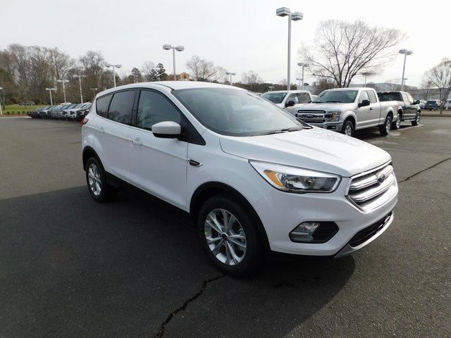 2019 Oxford White Ford Escape SE FWD 4 Door EcoBoost 1.5L I4 GTDi DOHC Turbocharged VCT Engine SUV Automatic