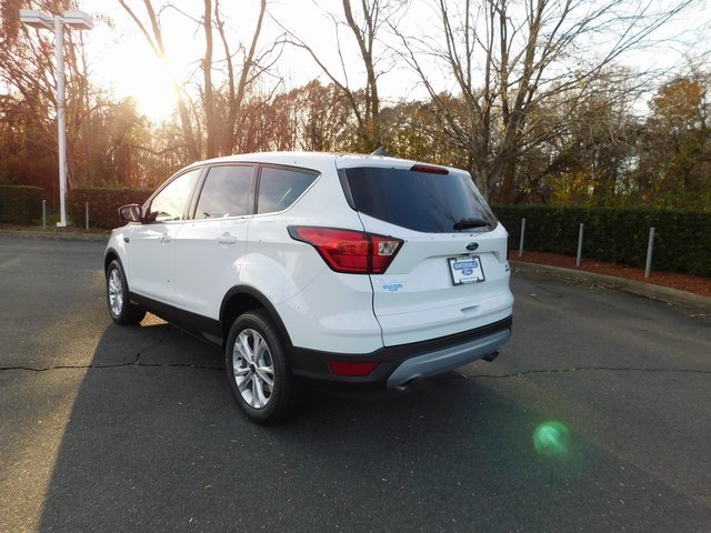 2019 Oxford White Ford Escape SE FWD Automatic EcoBoost 1.5L I4 GTDi DOHC Turbocharged VCT Engine
