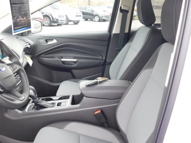 2019 Oxford White Ford Escape SE EcoBoost 1.5L I4 GTDi DOHC Turbocharged VCT Engine 4 Door SUV