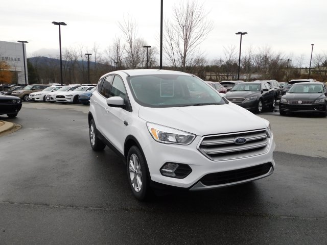 2019 Oxford White Ford Escape SE 4 Door EcoBoost 1.5L I4 GTDi DOHC Turbocharged VCT Engine Automatic 4X4
