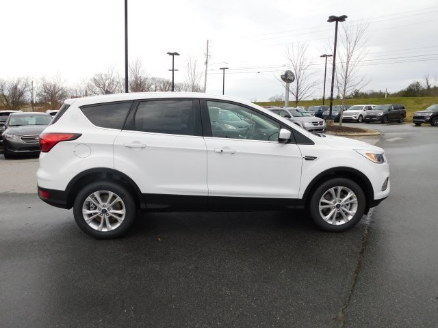 2019 Oxford White Ford Escape SE EcoBoost 1.5L I4 GTDi DOHC Turbocharged VCT Engine 4 Door SUV 4X4 Automatic