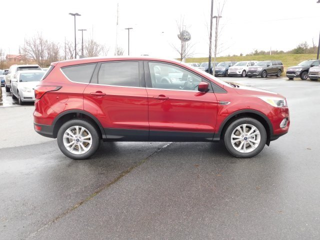 2019 Ruby Red Metallic Tinted Clearcoat Ford Escape SE 4 Door Automatic EcoBoost 1.5L I4 GTDi DOHC Turbocharged VCT Engine 4X4 SUV