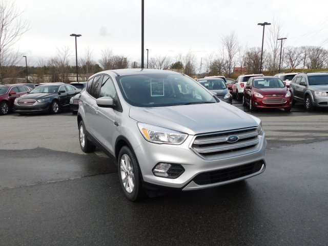 2019 Ingot Silver Metallic Ford Escape SE 4 Door SUV Automatic 4X4