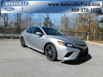 2018 Celestial Silver Metallic Toyota Camry SE FWD 4 Door 2.5L I4 DOHC 16V Engine Automatic Sedan