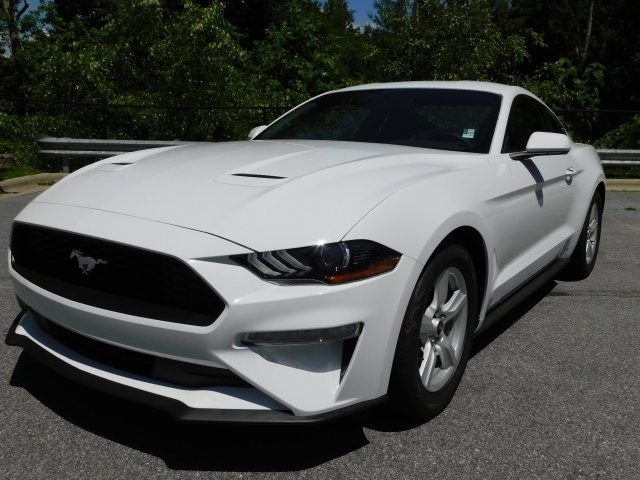 2018 Oxford White Ford Mustang EcoBoost EcoBoost 2.3L I4 GTDi DOHC Turbocharged VCT Engine Automatic 2 Door RWD