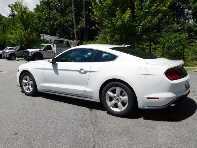 2018 Oxford White Ford Mustang EcoBoost 2 Door EcoBoost 2.3L I4 GTDi DOHC Turbocharged VCT Engine RWD