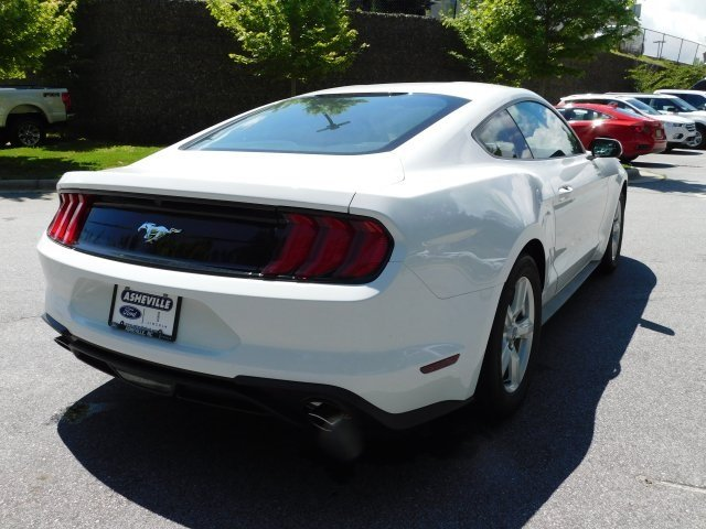 2018 Oxford White Ford Mustang EcoBoost 2 Door EcoBoost 2.3L I4 GTDi DOHC Turbocharged VCT Engine RWD Coupe