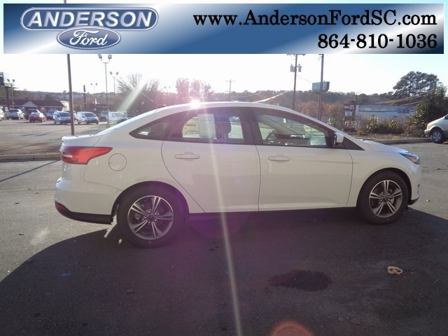 2018 Oxford White Ford Focus SE EcoBoost 1.0L I3 GTDi DOHC Turbocharged VCT Engine 4 Door FWD Automatic