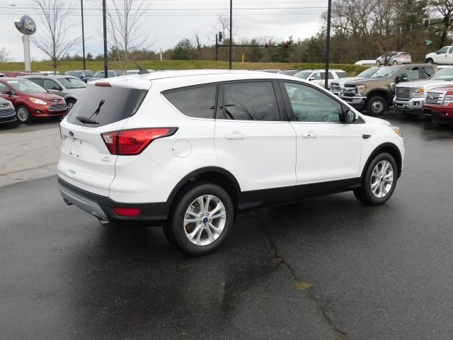 2019 Oxford White Ford Escape SE FWD EcoBoost 1.5L I4 GTDi DOHC Turbocharged VCT Engine Automatic