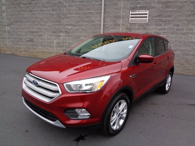 2019 Ruby Red Metallic Tinted Clearcoat Ford Escape SE 4 Door EcoBoost 1.5L I4 GTDi DOHC Turbocharged VCT Engine SUV