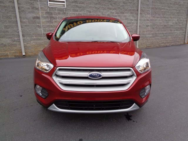2019 Ruby Red Metallic Tinted Clearcoat Ford Escape SE FWD Automatic SUV