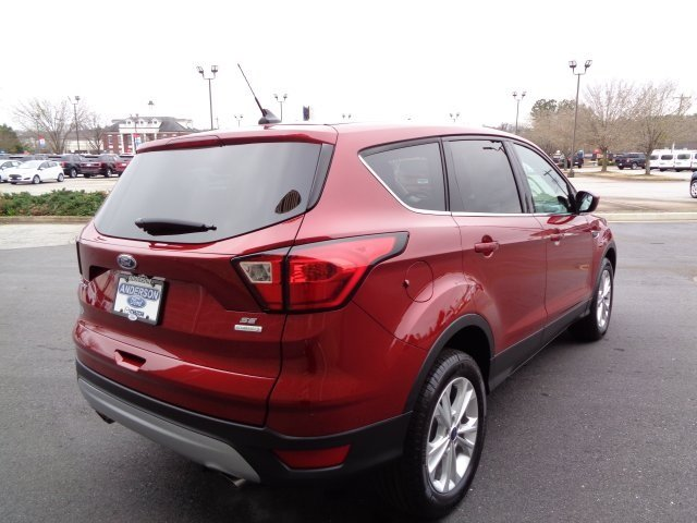 2019 Ruby Red Metallic Tinted Clearcoat Ford Escape SE FWD EcoBoost 1.5L I4 GTDi DOHC Turbocharged VCT Engine 4 Door SUV Automatic