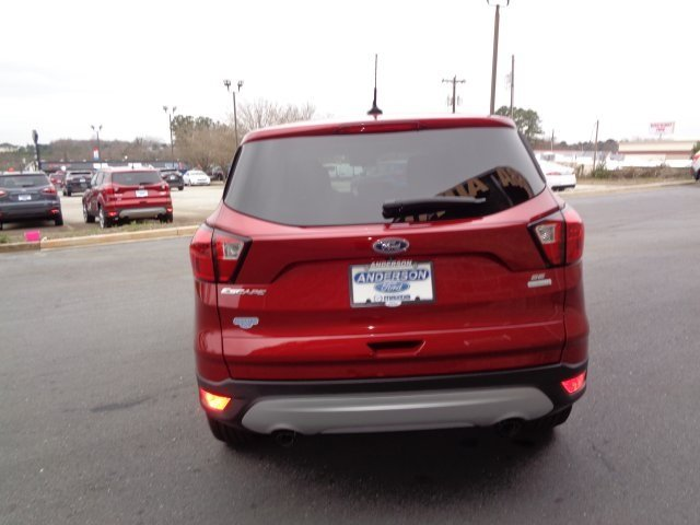 2019 Ruby Red Metallic Tinted Clearcoat Ford Escape SE FWD Automatic EcoBoost 1.5L I4 GTDi DOHC Turbocharged VCT Engine SUV 4 Door