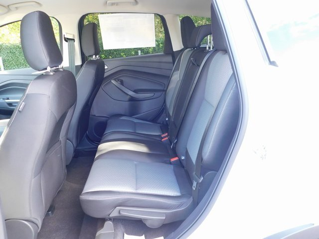 2018 Oxford White Ford Escape SE 4 Door Automatic SUV FWD