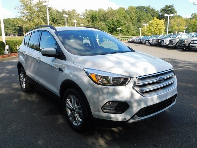 2018 Oxford White Ford Escape SE EcoBoost 1.5L I4 GTDi DOHC Turbocharged VCT Engine 4 Door Automatic SUV FWD
