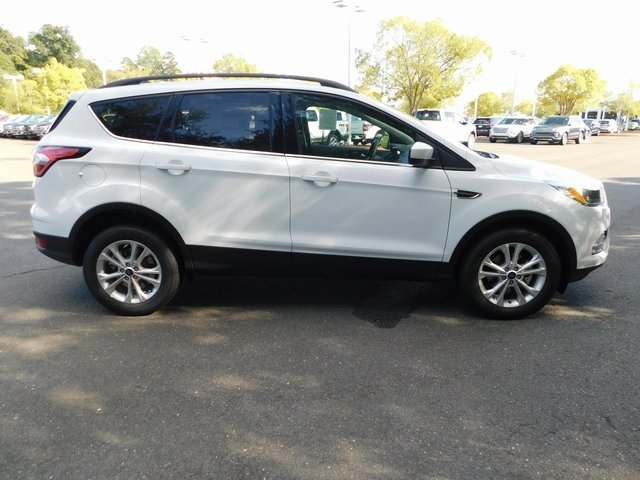 2018 Oxford White Ford Escape SE FWD Automatic EcoBoost 1.5L I4 GTDi DOHC Turbocharged VCT Engine 4 Door