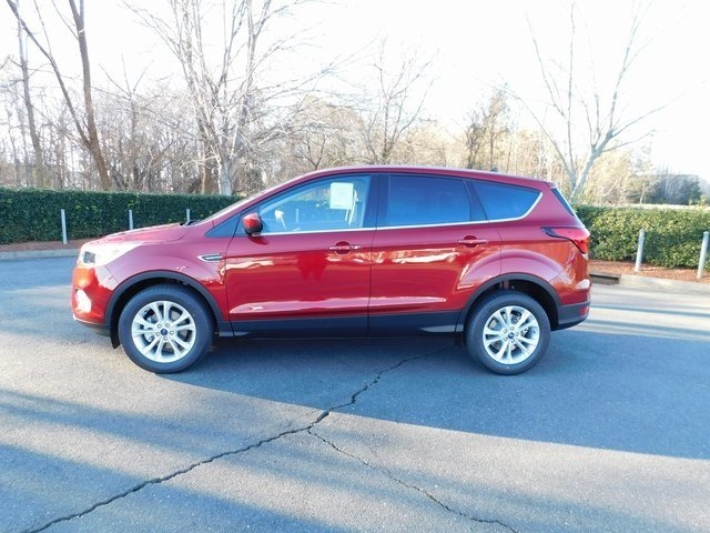 2019 Ford Escape SE FWD EcoBoost 1.5L I4 GTDi DOHC Turbocharged VCT Engine 4 Door SUV