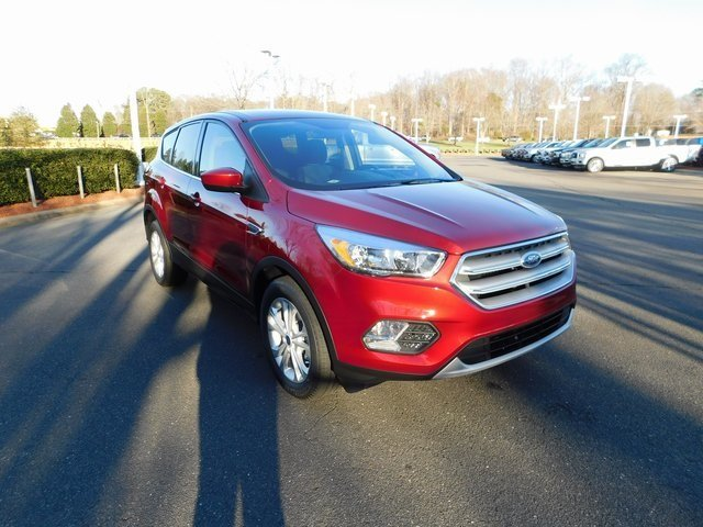 2019 Ruby Red Metallic Tinted Clearcoat Ford Escape SE EcoBoost 1.5L I4 GTDi DOHC Turbocharged VCT Engine Automatic SUV FWD