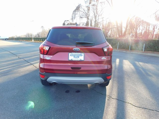 2019 Ruby Red Metallic Tinted Clearcoat Ford Escape SE 4 Door Automatic FWD SUV