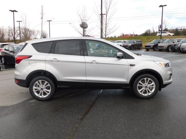 2019 Ingot Silver Metallic Ford Escape SE EcoBoost 1.5L I4 GTDi DOHC Turbocharged VCT Engine SUV 4X4 4 Door