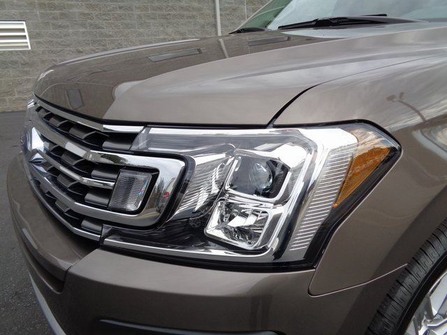 2019 Stone Gray Metallic Ford Expedition XLT 4 Door SUV Automatic RWD