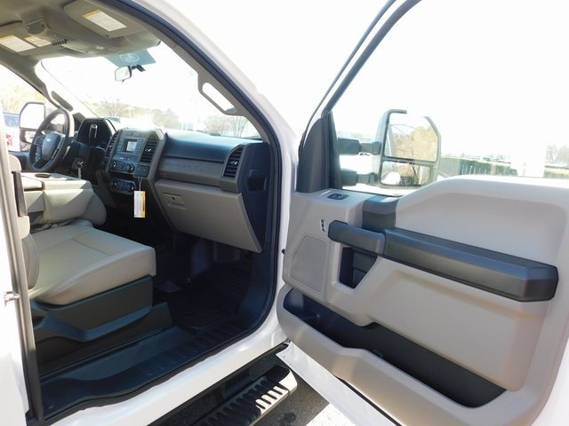 2019 Oxford White Ford Super Duty F-250 SRW XL Automatic 4 Door 6.2L SOHC Engine Truck